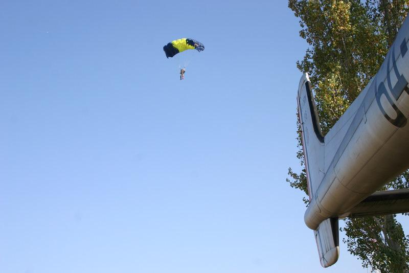 Saut en parachute sur le quartier beaumont - Saut parachute vannes ...