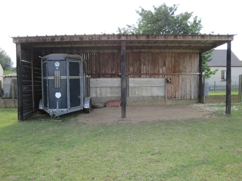 Vos abris en photo solutions de stockage du foin - Abri chevaux pas cher ...