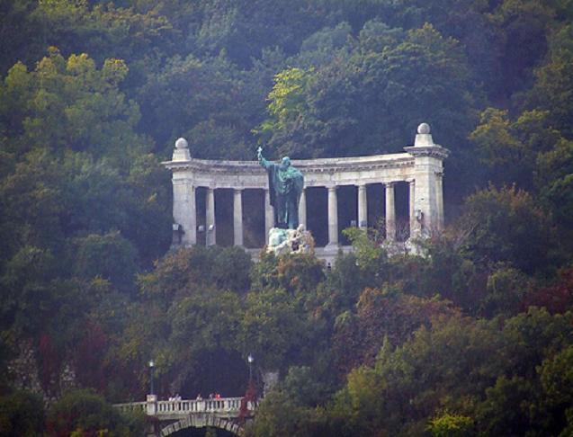 Gellért-høyden i Budapest med statuen av Gerhard