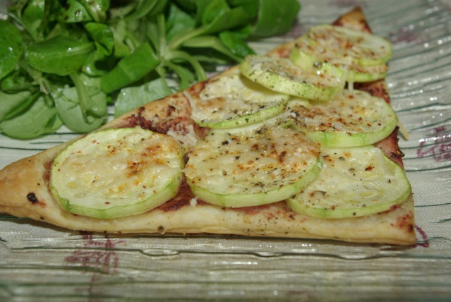 Tarte fine aux courgettes balade gourmande de c cile for Entree vite faite simple