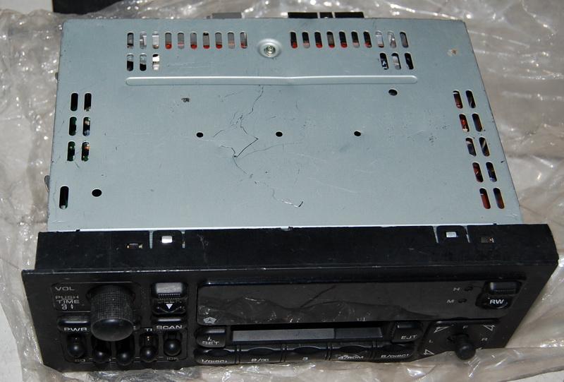 带5段可调均衡器 全自动带记忆 电子时钟 夜光功能 收音机 机芯(带