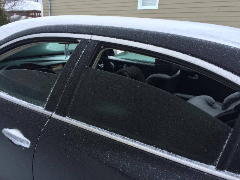 les vitres de ma voiture s ouvrent toutes seules voitures. Black Bedroom Furniture Sets. Home Design Ideas