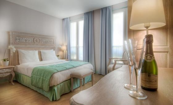 peindre une tete de lit en ch ne. Black Bedroom Furniture Sets. Home Design Ideas