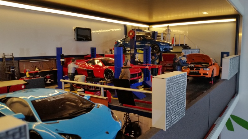 Diorama 1 18 garage lb performance 1 18 me for Garage recuperer voiture