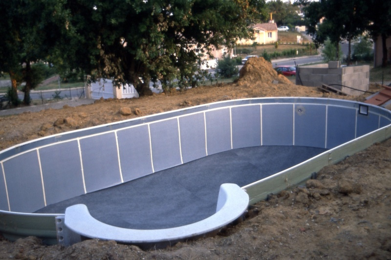 Construction piscine w sur terrain en pente for Construction piscine 84