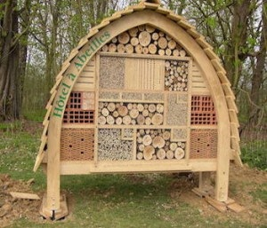 comment fabriquer des hotels pour insectes et amis du jardinier. Black Bedroom Furniture Sets. Home Design Ideas