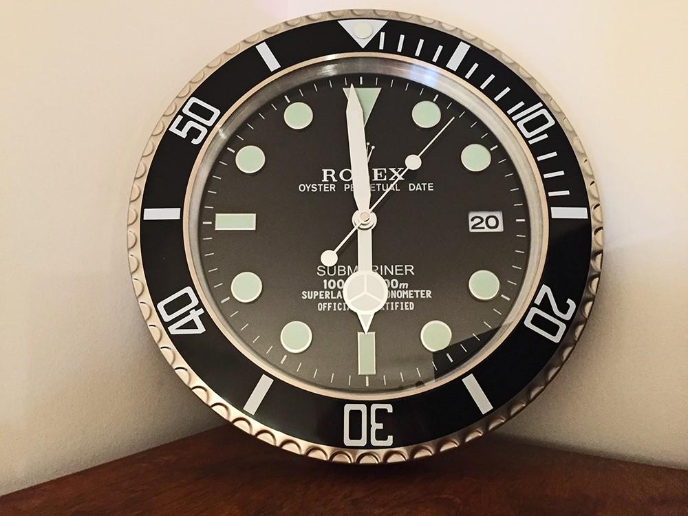 pendule murale o trouver une horloge murale publicitaire omega rolex heuer etc page 18. Black Bedroom Furniture Sets. Home Design Ideas